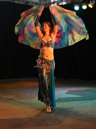Buikdansoptreden Nesma met sluier